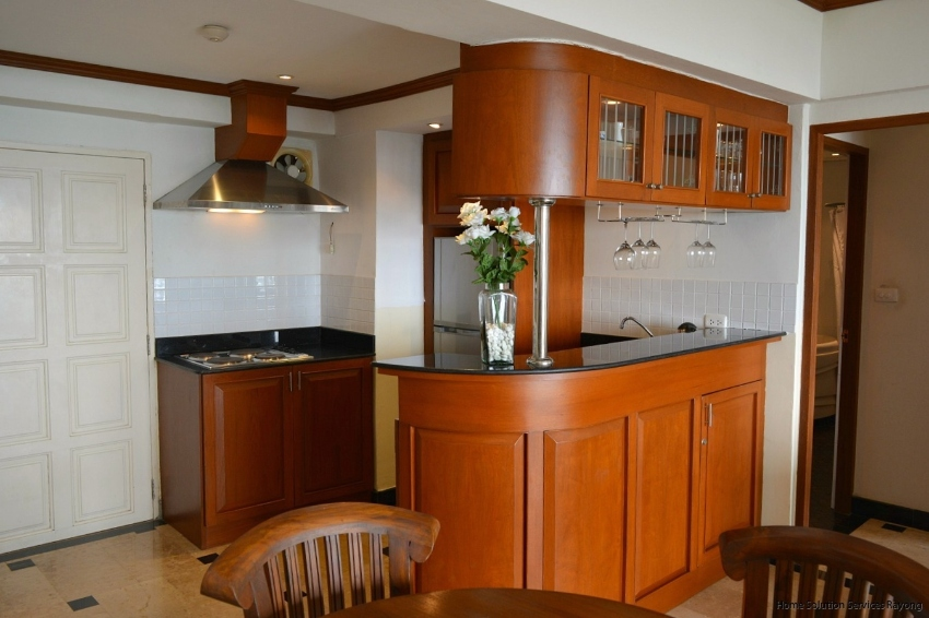 Modern fully furnished 1 bedroom beach condo, including jacuzzi