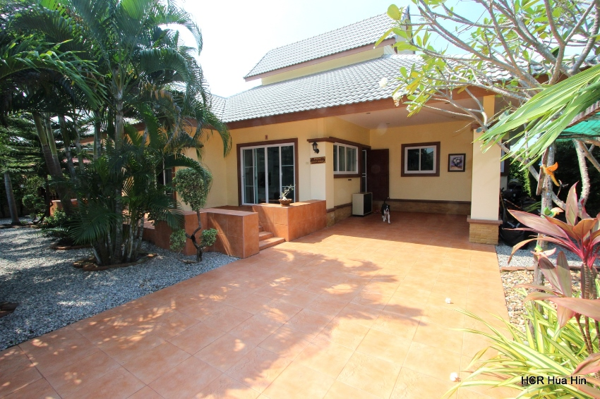3 Bedroom house for Sale in South-West of Hua Hin Soi 112 + Gift