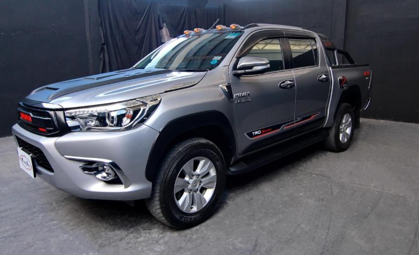 2017 (mfd' 16) Toyota Hilux Revo 2.8 G A/T 4WD