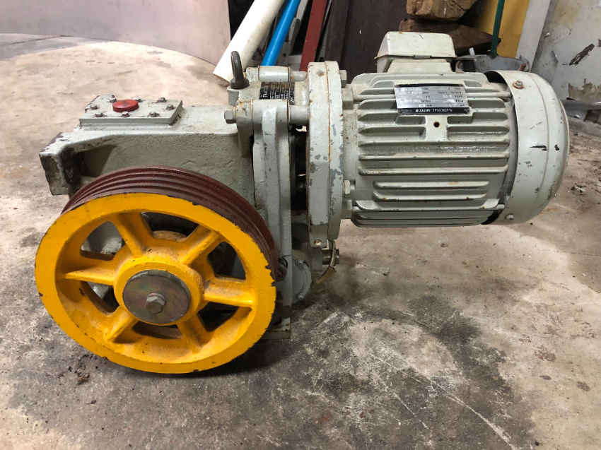 Elevator Winch Traction Motor w Gearbox/ Brake Assy - New