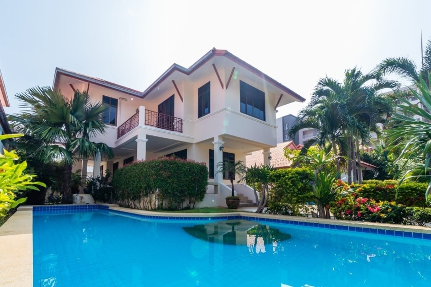 Well Designed 3 Bed Pool Villa Walking Distance to The Beach and City