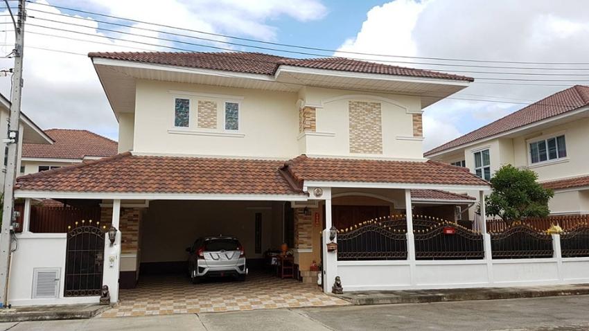 Family Home in housing estate San Kham Paeng.