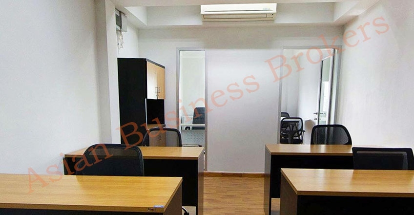 0149027 Eight Person Office with Meeting Room and Manager Room