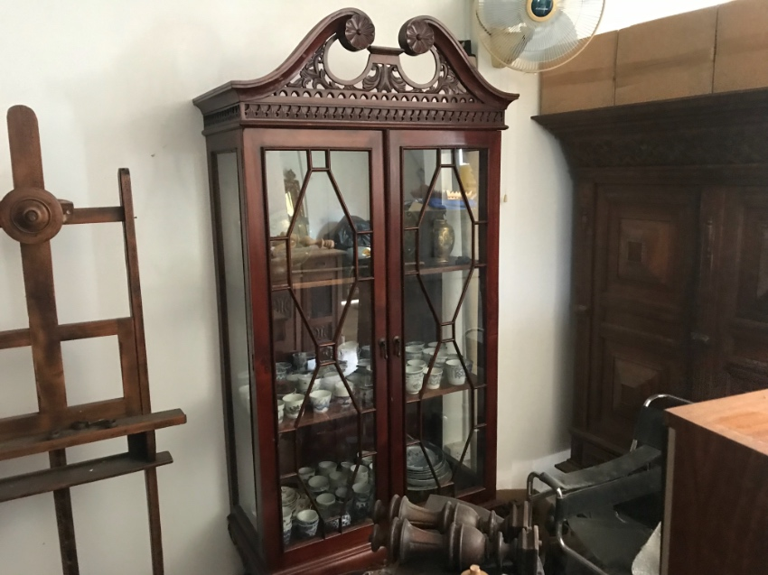 Beautifull antique English glass display cabinet