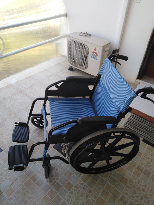 Wheelchair / blue / very low weight