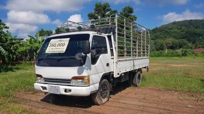 Isuzu NPR66LX5 6-wheeler truck with metal frame