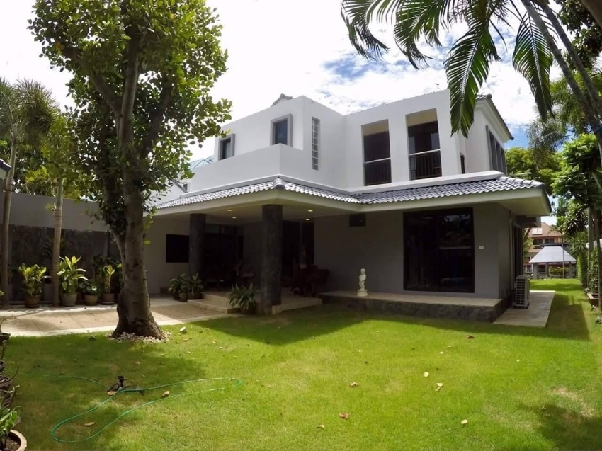 Huge House 2 storey with private marina For Sale 30,000,000 THB