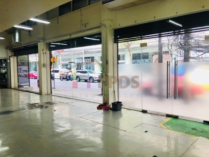 For rent 6 Shop houses (Commercial Building) on Surawong Road Silom