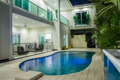 BEAUTIFUL PARADISE  BEACH Private Access 7 Large Bedrooms, Pool Garage
