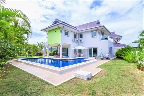 2 Storey Pool Villa With Panoramic Views Of The Sea And Mountains