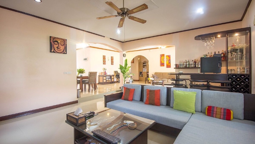POOL VILLA  3   BR WITH GARDEN  ON OFFER NOW!