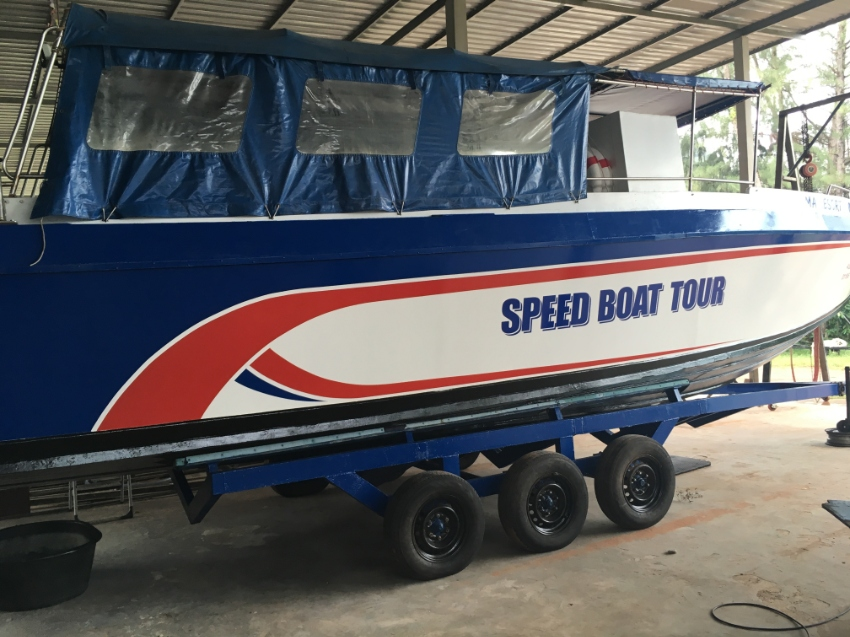 11 m SPEED BOAT- 2 X 200 hp - 320.000 Baths
