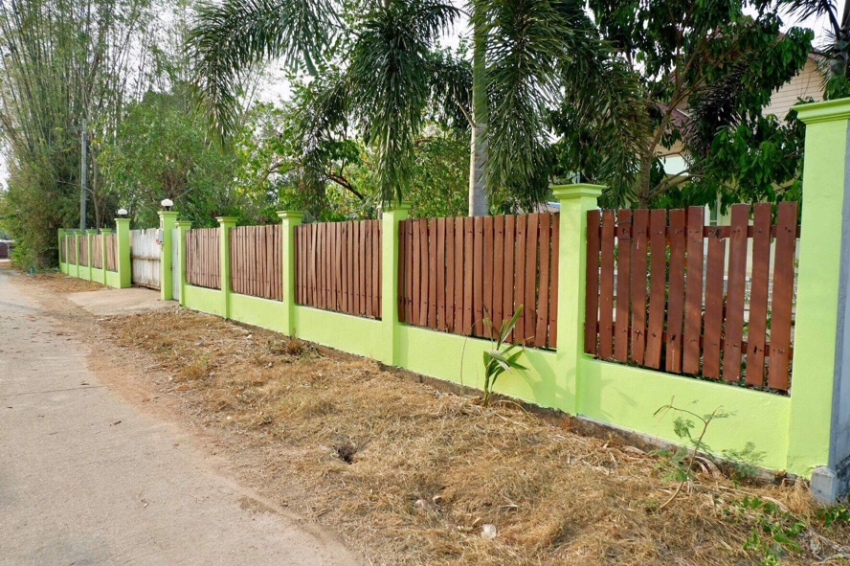 3 bedroom house with large garden & large garage in chachoensao
