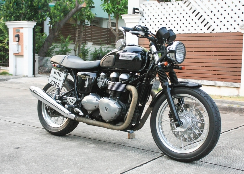 [ For Sale ] Triumph Thruxton 900 2015 very clean bike and good condit