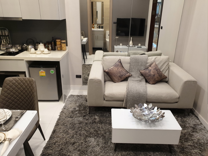 1 bed condo with 10% rental guarantee for 5 years for sale at 3 millio