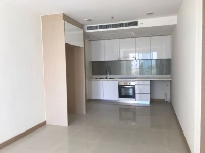 Condo for sale at North Pattaya, Seaview, high floor, close to Beach.
