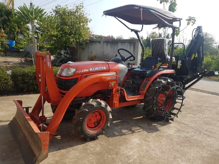 4wd Kubota 2420 with Blade, Rotary, set of Discs and power steering.