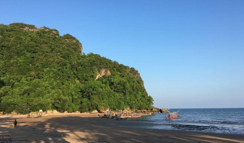 Walk to Beach Land