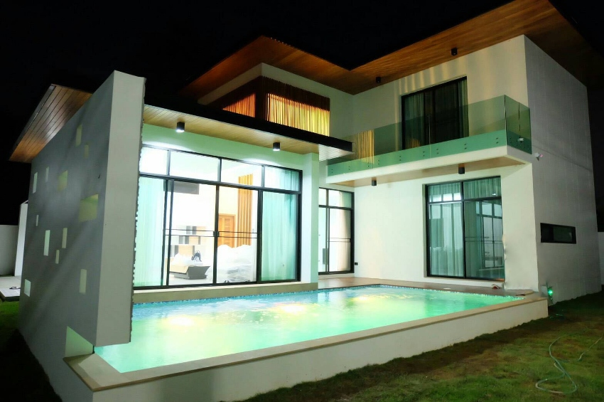 Modern house  with private pool in Saraphi, Chiang Mai