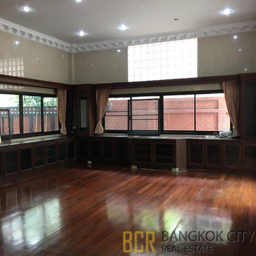4 Bedroom Double Storey House in Silom 11 for Rent Below Market Price