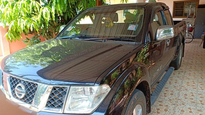 Nissan Navara Calibre 2 5 6 gear MT 104,000 km very good condition