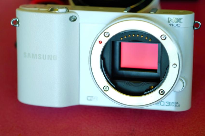 Samsung NX NX1100 20.3MP Wi-Fi Body