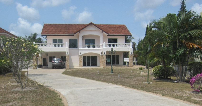 House For Sale On Golf Course FANTASTIC REDUCTION For Quick Sale.