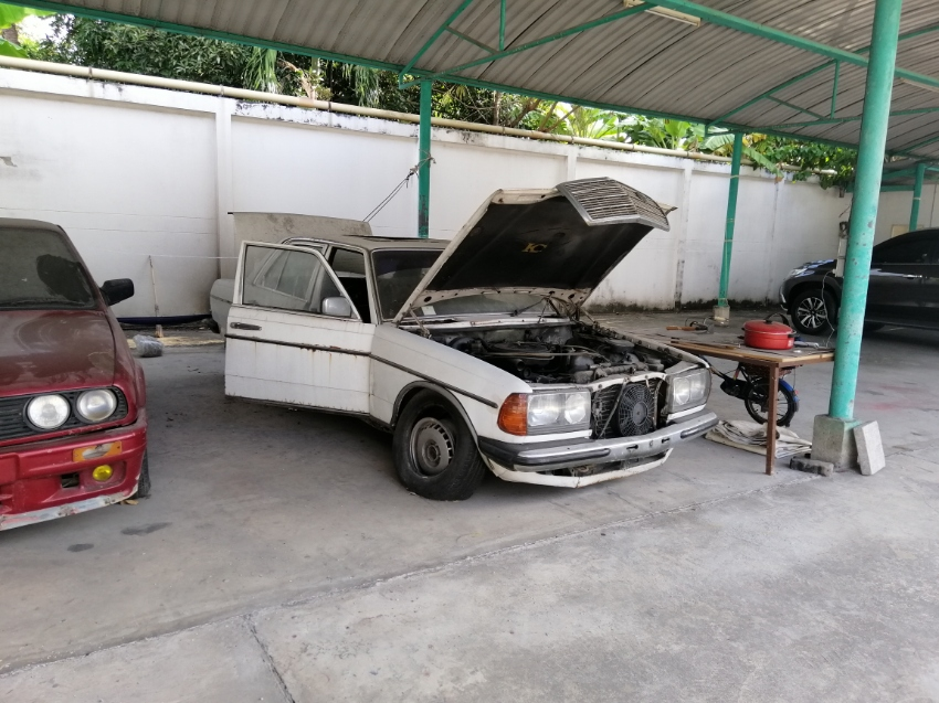 Benz300D W123  classic car 3000CC with Sunroof