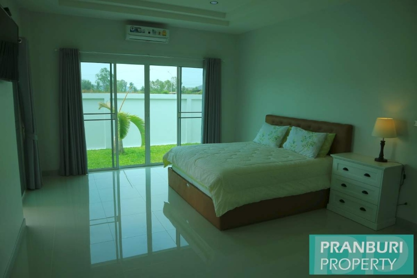 New modern quality stand alone 3 bedroom pool villa just 1km to beach