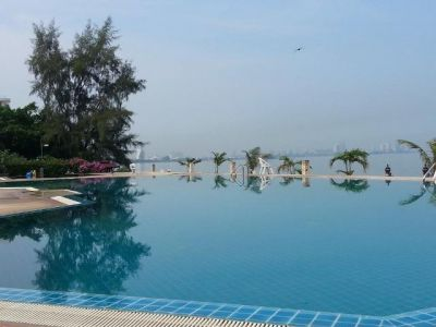 Sale 4.9M Bhts: real sea front condo with infinity pool on the ocean