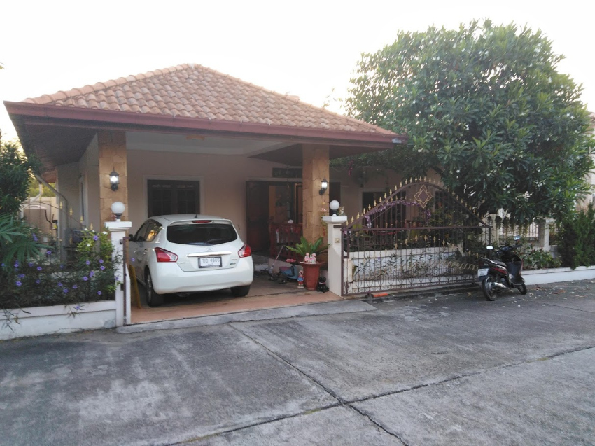 Jomtien, house for sale, 3 bedrooms with commun swimming pool.