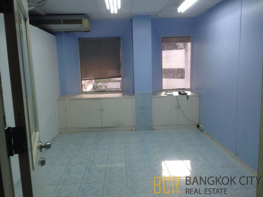 Prime Location Office Space in Asoke for Rent