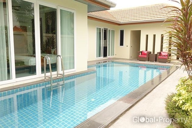 4 bedroom house with private pool
