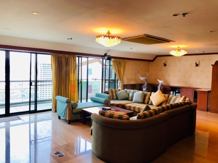 3 Bedrooms specious condo with excellent city view on Sukhumvit 31