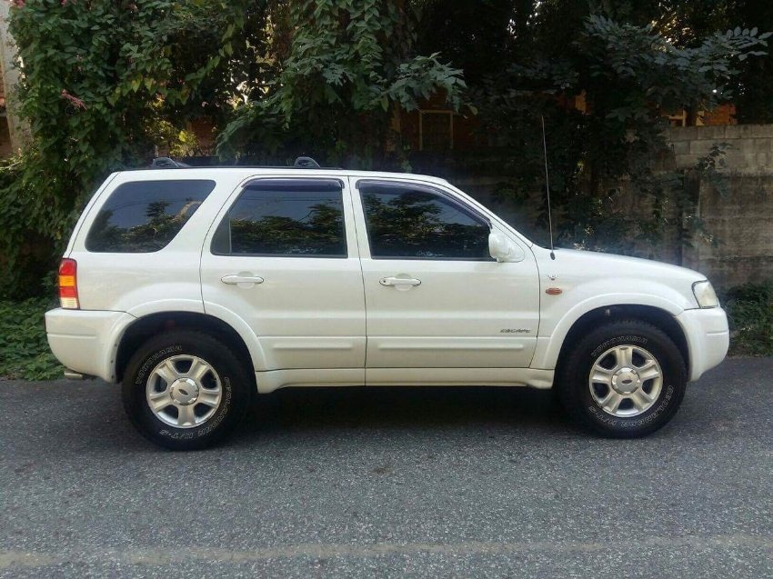 EXCELLENT 4WD FORD ESCAPE  LOADED  MANY EXTRAS   well cared for