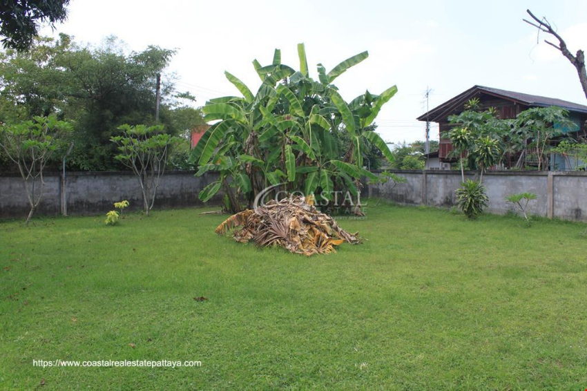 House on Large Plot of Land for Sale