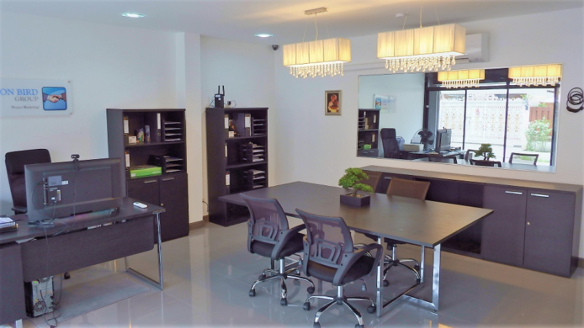RARE Central Pattaya House with full office at front of house!