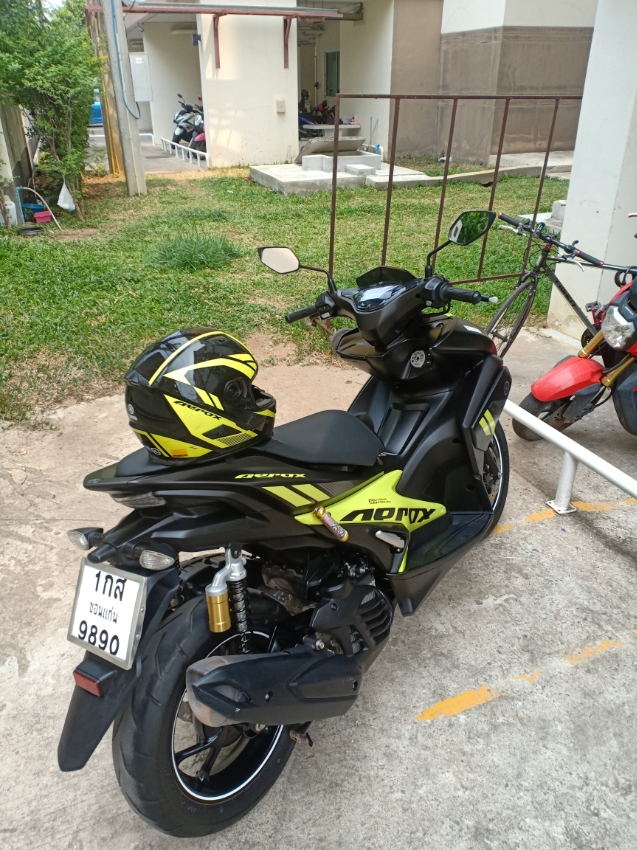 Excellent showroom condition, Black and yellow Yamaha Aerox 155cc