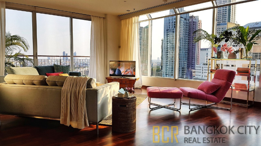 High Floor 4 Bedroom Unit at Pet Friendly Condo in Sathorn for Rent