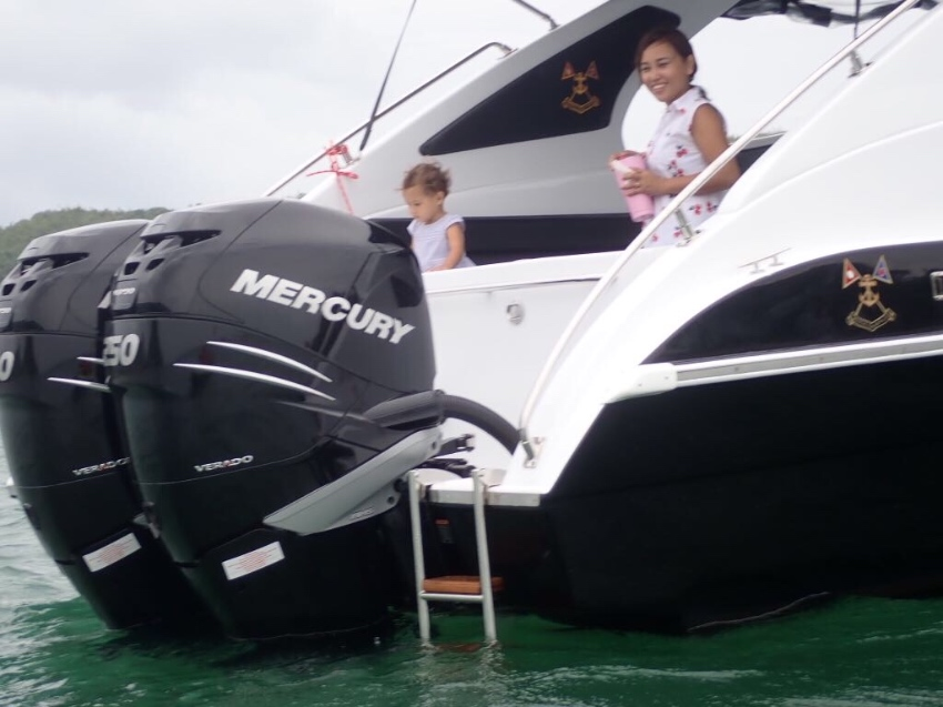 New sport boat 40 feet use only 2 months