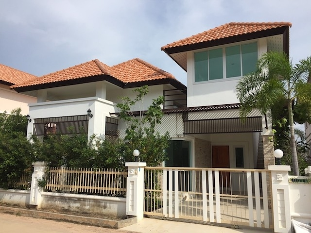 TO RENT Garden Hill Village. Nice 2 - 3 Bedroom house fully furnished.