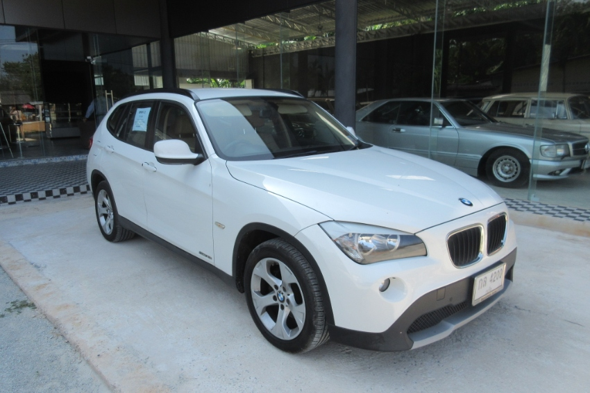 BMW X1 autom. 1,8i petrol one owner low km