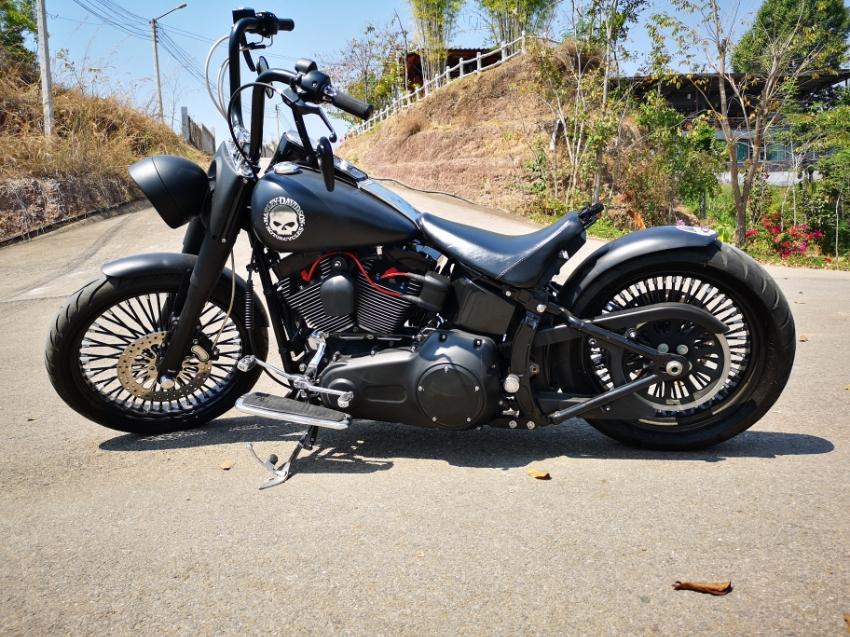 Harley Davidson Softail Deluxe Custom