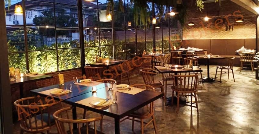 0143010 Popular Restaurant in a Stunning Building Rama 9 Area
