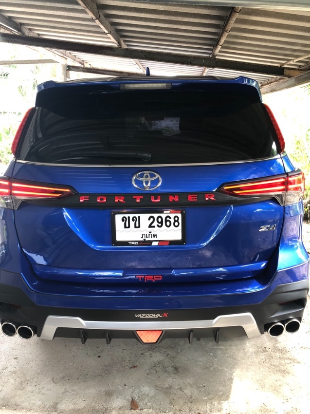 Toyota Fortuner 2.4V SUV-AT-4WD   TRD look