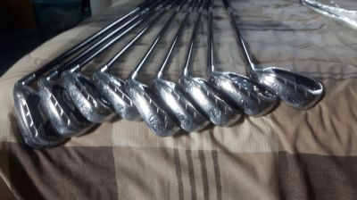 Full set of brand new never used golf clubs