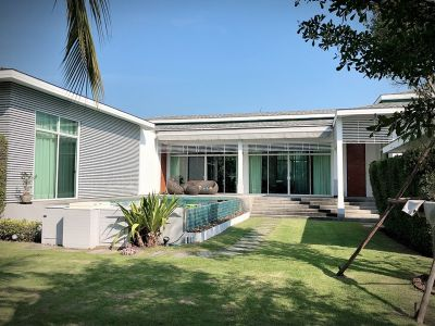 Fully Furnished Modern 3 BR 3 Bath Pool Villa in Cha-am Town