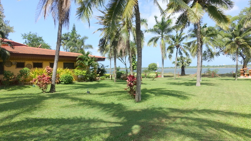 Beautiful lakefront resort for private and commercial use, East Pattay