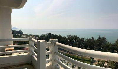 Great ocean views in New World Cond on Mae Ramphueng beach!