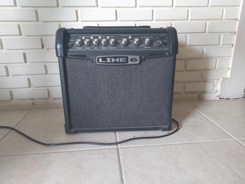 Line 6 - Spider IV 15 Watt Guitar Amp